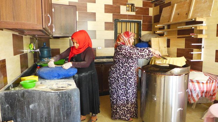 Panadería solidaria de Aaramoun donde trabajan varias mujeres refugiadas sirias, vendiendo su pan en la comunidad local