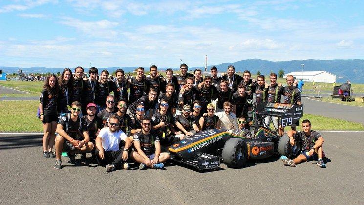 El equipo con el monoplaza del año pasado, Stev-e