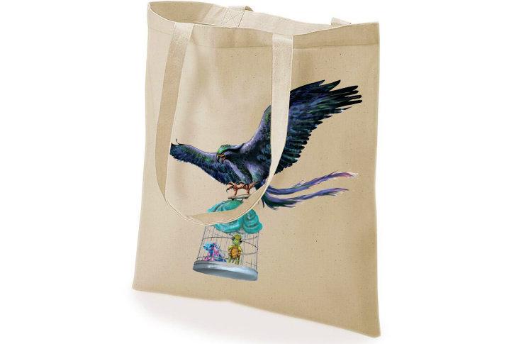 Bolsa de tela impresa con la ilustración de los dos protagonistas viajando con el Roc.