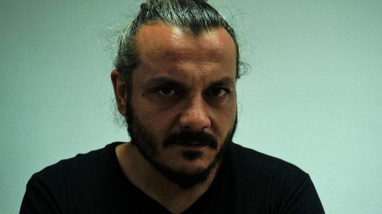 Andrés R. Santiago, interpreta a Juan.