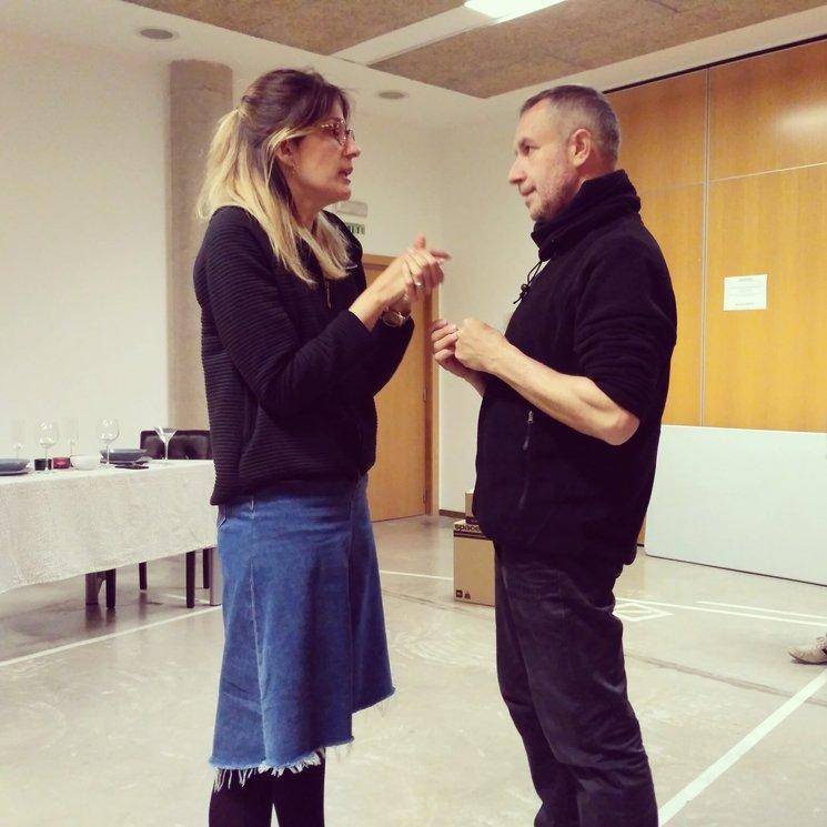 Joan Miquel Reig (dirección) y Silvia Valero (ayudante de dirección) momentos previos a un pase
