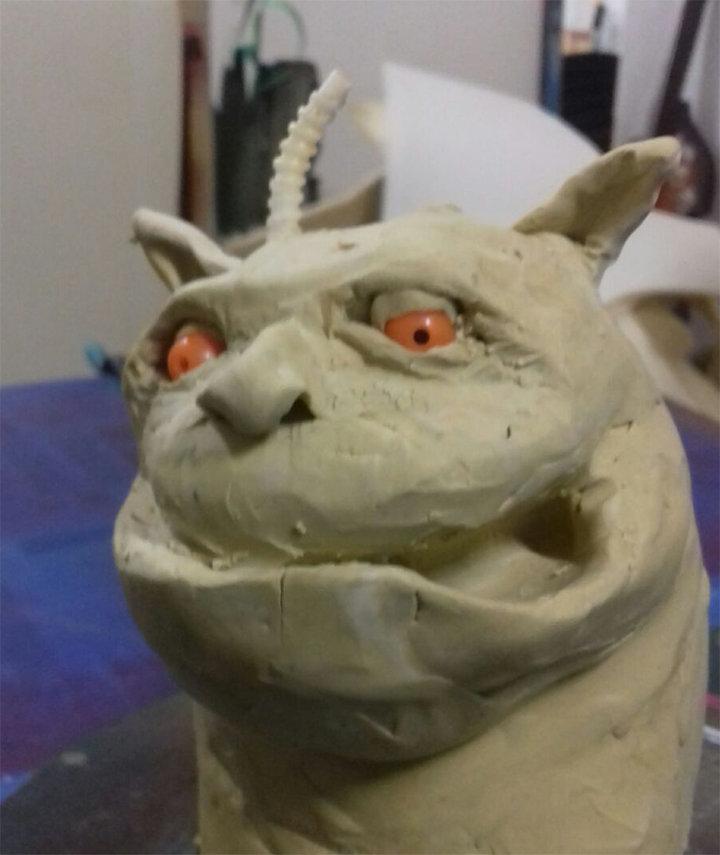 Modelo en arcilla de lo que será el puppet de nuestro Butoni, creado por Kreant Creaciones