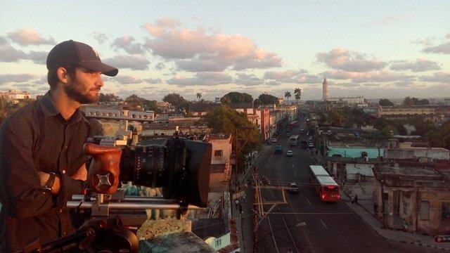 Raúl Prado filmando La Habana