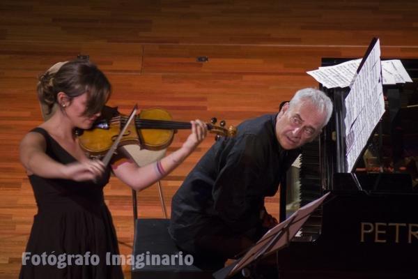 FIM´cc 2017. Bruna Anfruns, violín, junto al profesor de piano Sandro D´Onofrio, Italia.