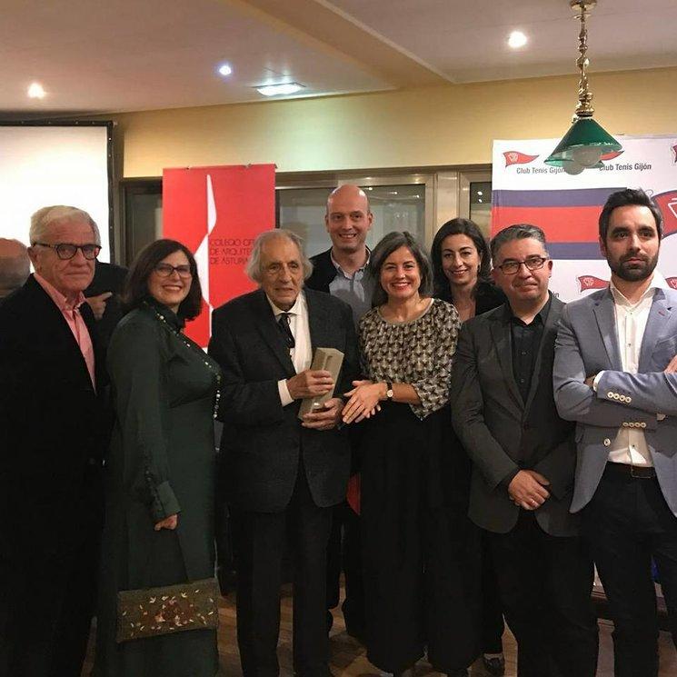 El COAA entrega el I Premio Castelao a Mariano Marín