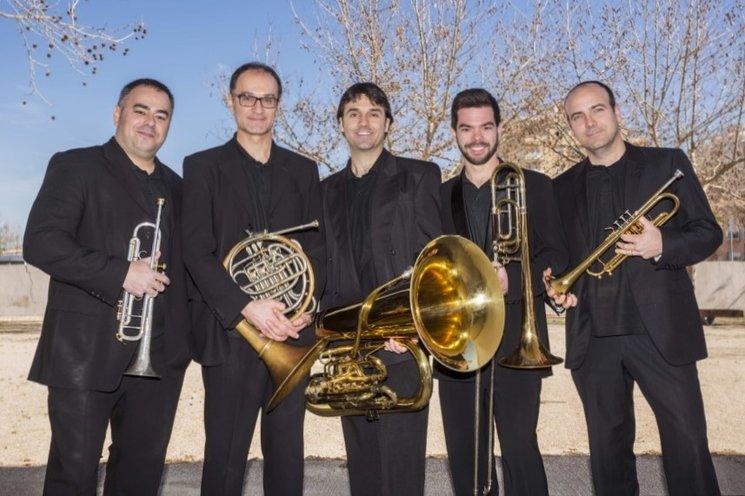 Marc Oltra, Ferran Femenia (trompetes), Ferran Ferrando (trompa), Sergi Miñana (trombó), Juanjo Martí (tuba)