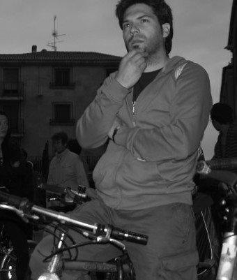Posando como un auténtico escritor (en Bicicleta)