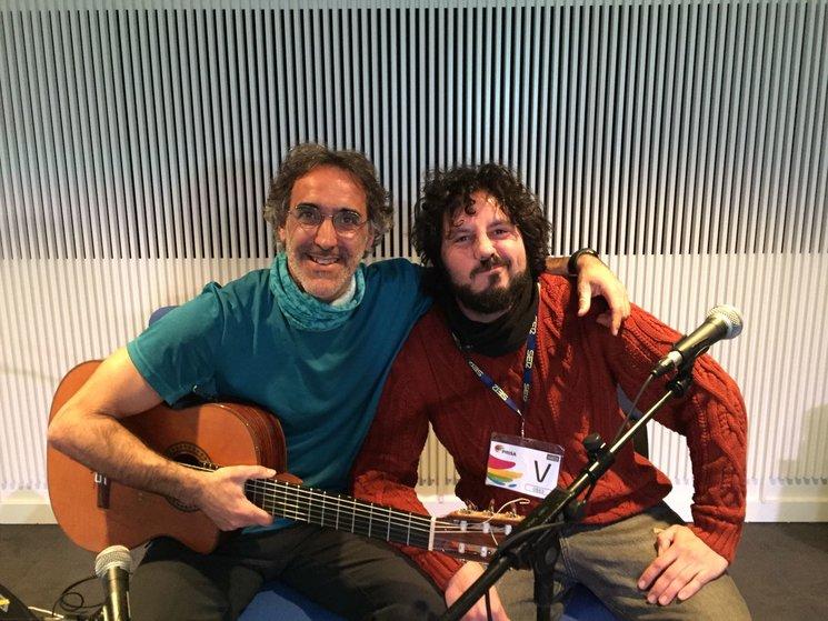 Rafa Sánchez y El Kanka promocionando su tema en Cadena SER
