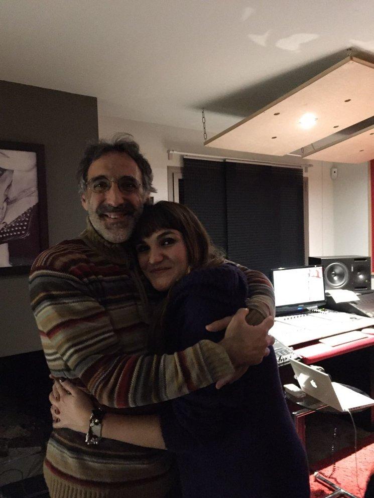 Rafa Sánchez y Rozalén tras la grabación de su tema