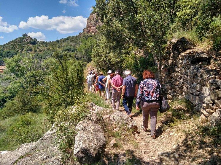 El equipo durante una localización para la Etapa 1 de Muretes de Arte en Santolarieta (Huesca). Foto: Beth Fauria