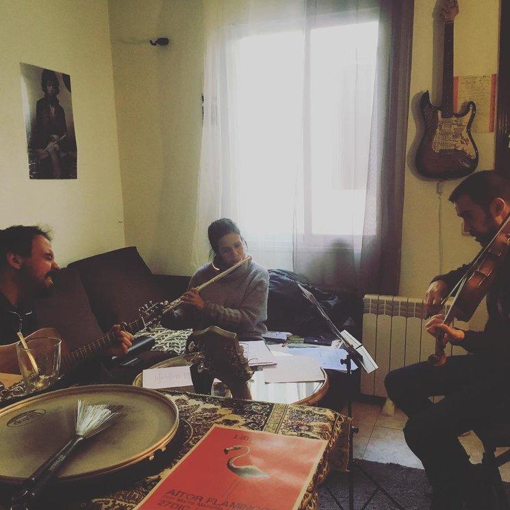 Con Marta Mansilla y Manu Clavijo trabajando en los arreglos del disco.