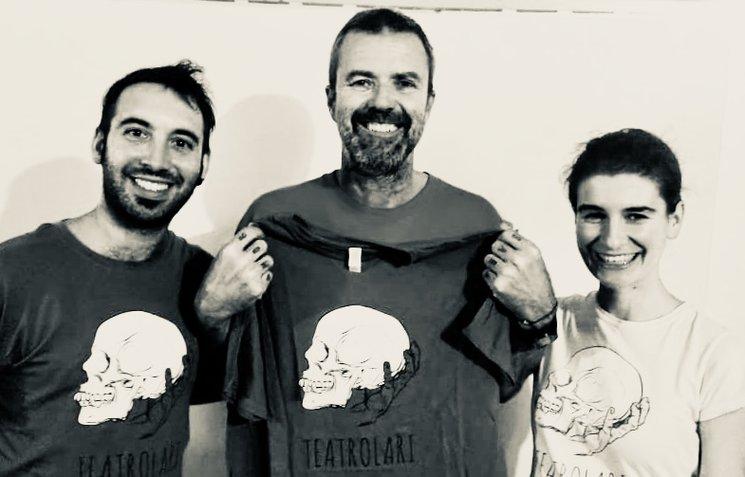 Pau con Javi y Marta recibiendo su camiseta