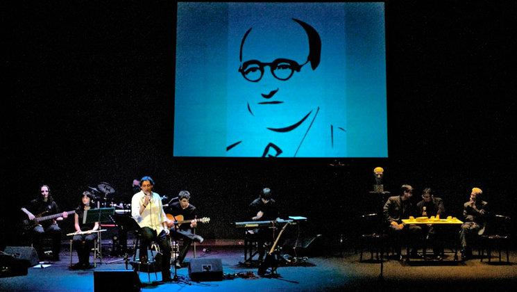 """2008-Teatre Principal de Castelló-Homenatge BERNAT ARTOLA 50é aniversari del seu traspàs. Artur Àlvarez, amb la col·laboració de poetes locals, presenta """"Pols del meu camí""""."""