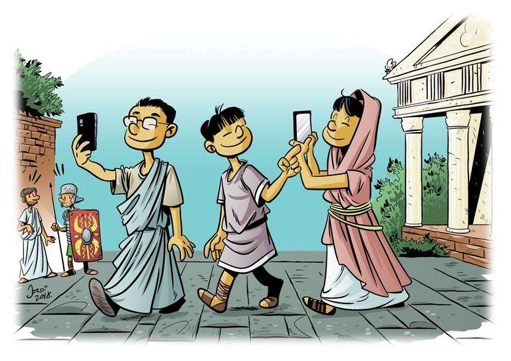 Turistas visitando la antigua Roma