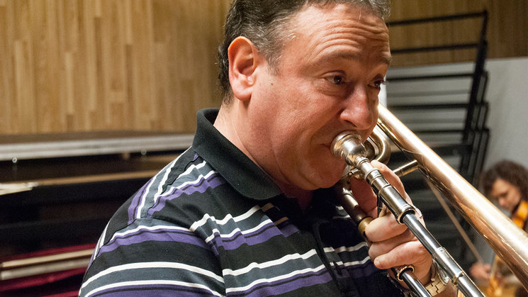 "Alberto Urretxo in the recording of ""Soinuaren Bidaia II"" (""The Sound's Journey II"")"