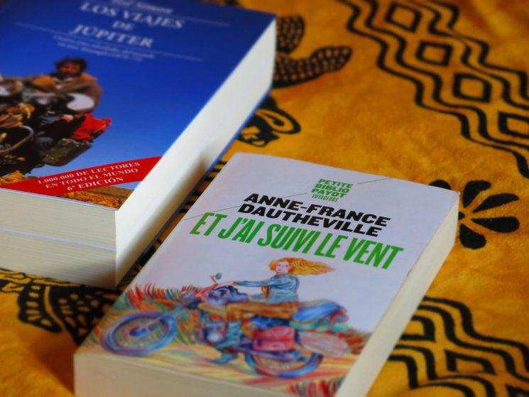 La cubierta de la edición francesa junto con otro de nuestros libros: <br/> Los viajes de Júpiter