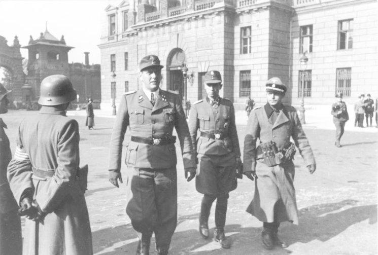 Skorzeny (izquierda) y Adrian von Fölkersam (derecha) en Budapest, 16 de octubre de 1944.