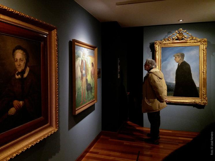 Un visitante en la exposición. Foto: José Ferrero