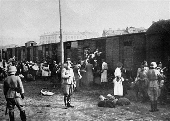 Comienzo Großaktion Warschau con el transporte de judíos en la plaza Umschlagplatz