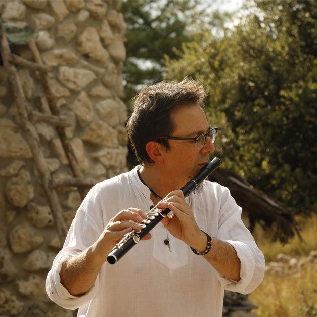Carlos Soto: Voz, flauta travesera, clarineau y saxo soprano. FOTO: Samuel Gómez