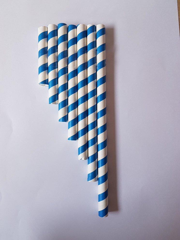 Ejemplo de flauta de pan con pajitas