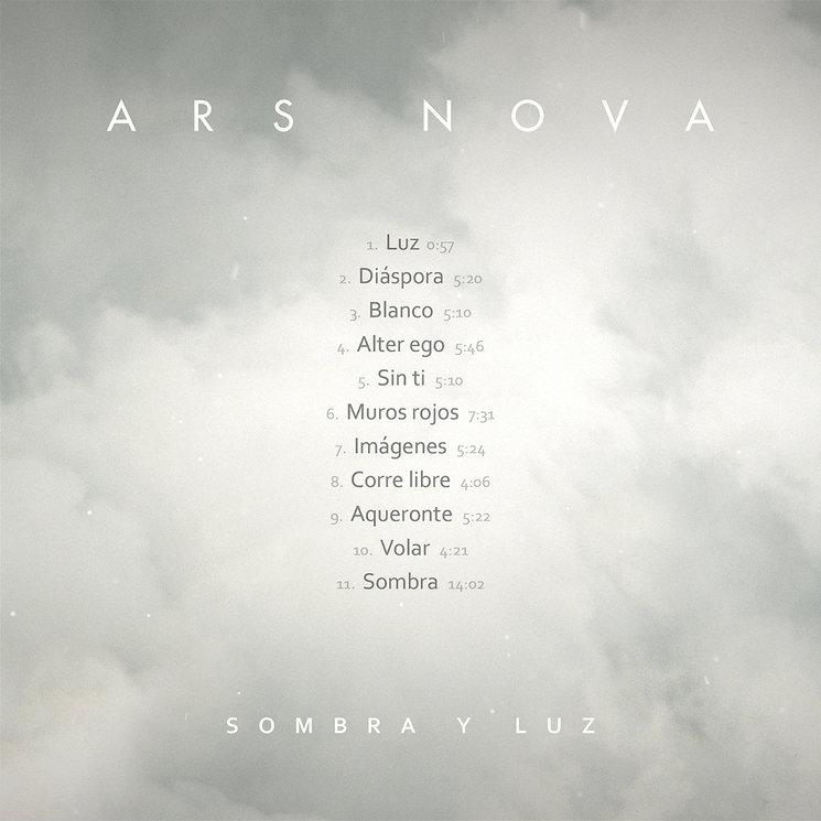 """Contraportada y tracklist de """"Sombra y Luz""""."""