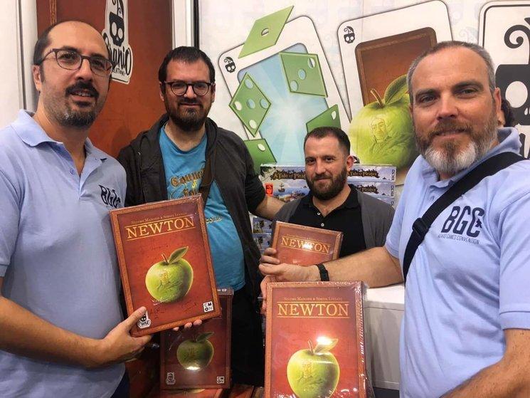 Newton con sus autores