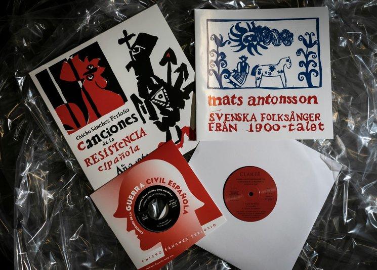 """El disco 10"""", el disco 7"""", el libreto y la portada inventada por los suecos."""
