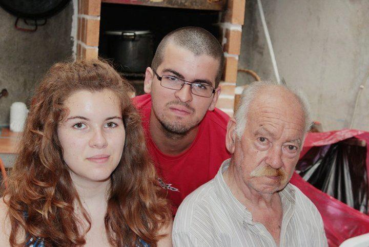 2012. Mi hermano, mi abuelo y yo en mi 15 cumpleaños.