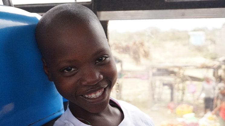 Foto de Kathure, 12 años, proporcionada por Kirira. La niña vive de forma permanente en su casa de acogida en Tharaka.