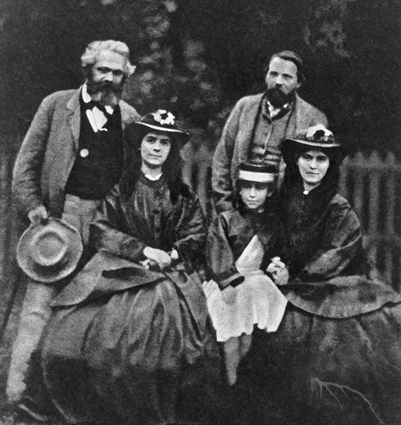 Las tres hermanas junto a Karl Marx y Friedrich Engels