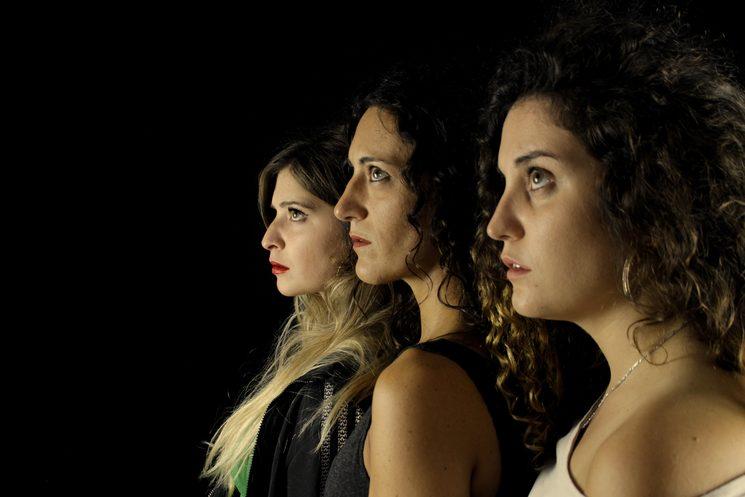Tres historias que podrían dar para tres obras de teatro pero que esta vez se fundirán en una sola.