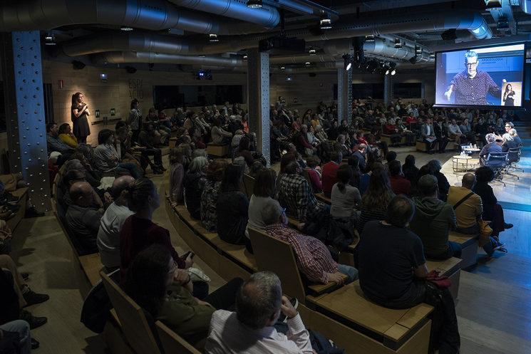 Panorámica del acto celebrado en la Fundación Telefónica de Madrid. Imagen cortesía de Fundación Telefónica/Irene Medina