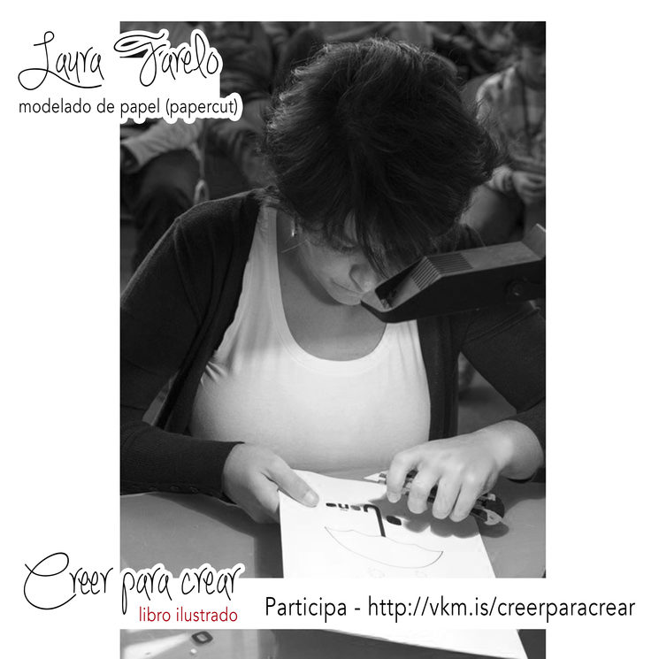 Laura Farelo trabajando con la cartulina