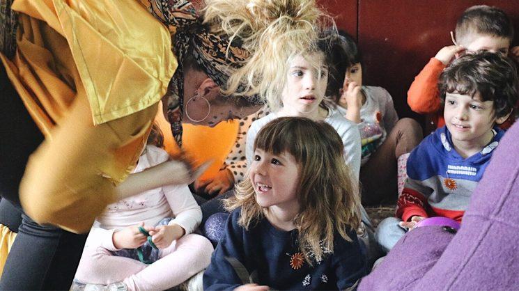 Fer participar directament als infants durant el festival és un dels nostres principals objectius.
