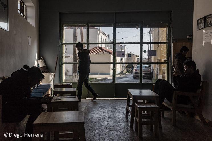 Home Two, un centro en Mytilene (Lesvos) donde los refugiados acuden a tomar té/café y pueden utilizar ordenadores con conexión a internet o jugar a juegos de mesa