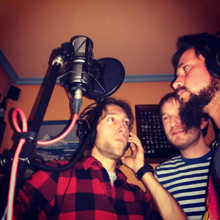 Los chicos haciendo coros