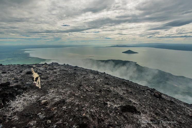 A pie del volcán