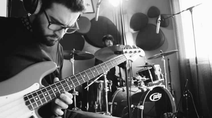 Ángel Herranz al bajo y Dani Campillo a la batería. Con ellos todo rueda a la perfección