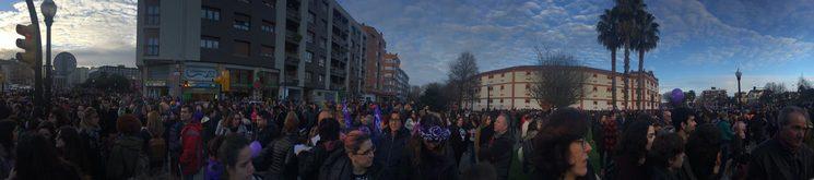 Inicio de la manifestación feminista en Gijón