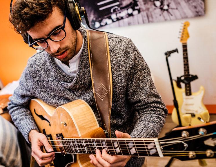 Luis Casado en Mikima Records durante la grabación de Tiempo Presente (Enero de 2019)