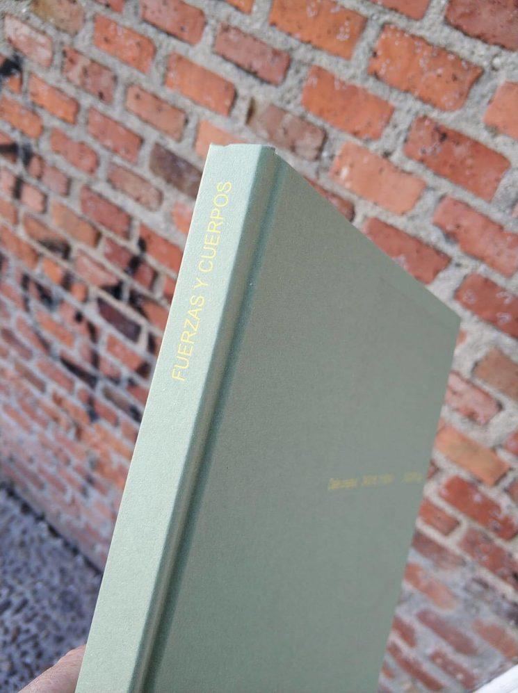 Venen els llibres i la primera presentació! / Vienen los libros y la primera presentación! / The books and the first presentation arrive!