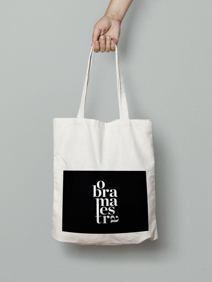 ¡Hazte con nuestra totebag diseñada por Monica Lopez!