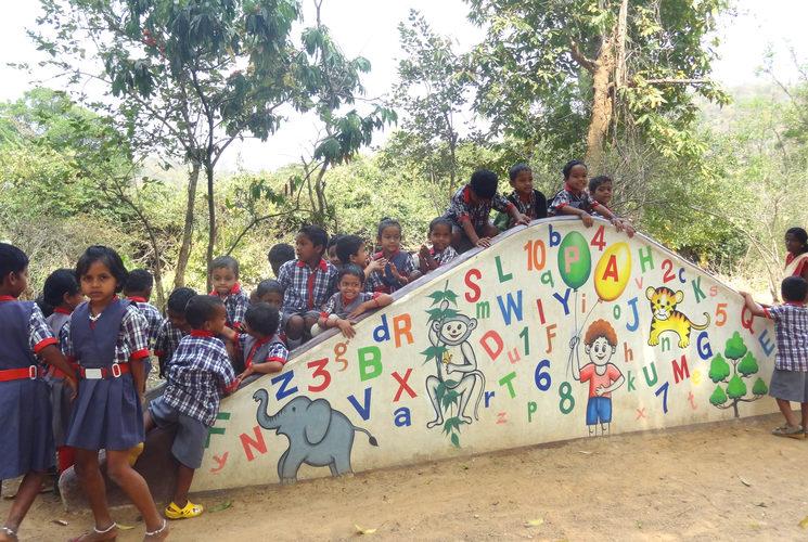 """Niñas y niños de """"Amigos English Medium School"""", para los que van destinados los fondos recaudados con este proyecto"""