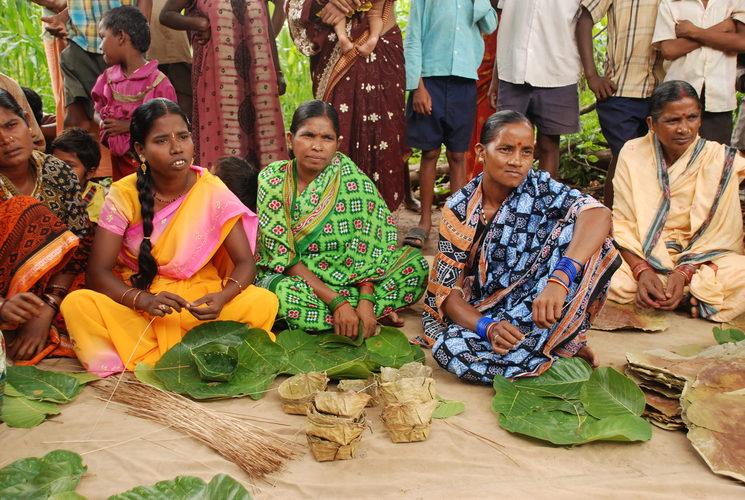 Mujeres en Pasara, del proyecto de microcréditos de Amigos de Odisha
