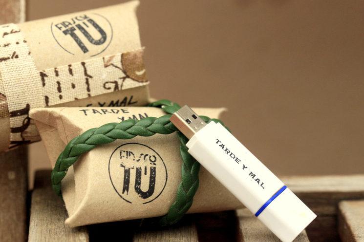 Una cajita reciclada de un rollo de papel higiénico... todo muy fiasco-sostenible ¿eh?