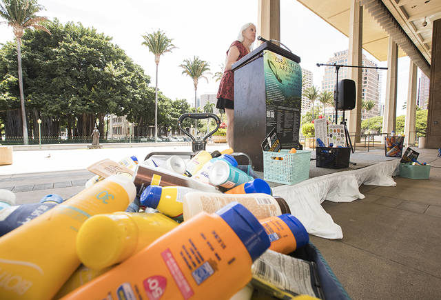 Hawaii lawmakers pass bill banning sunscreens with chemicals that can harm coral reefs CINDY ELLEN RUSSELL / CRUSSELL@STARADVERTISER.COM