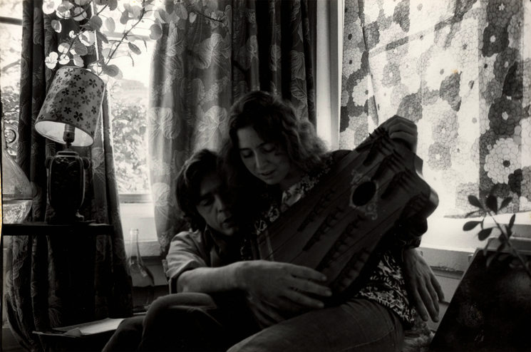 Alicia y Ramón con una cítara