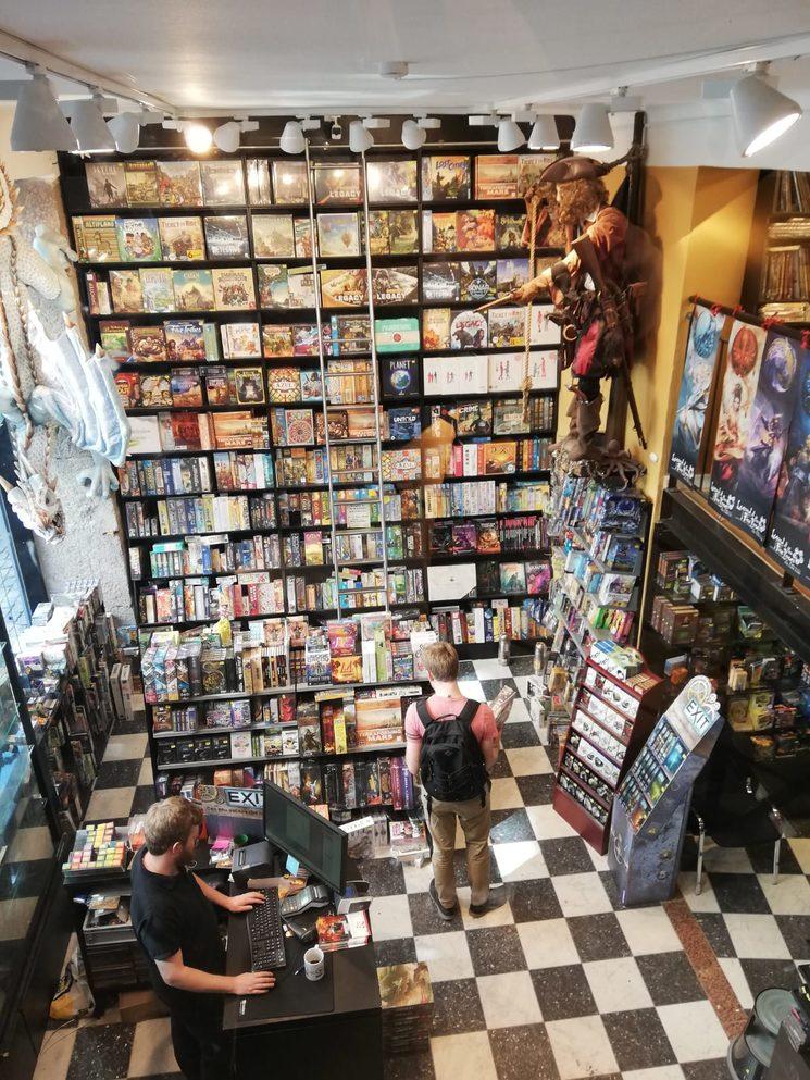 Tienda de juegos en Copenhague... ¿tendrá algún juego de Looping Games?