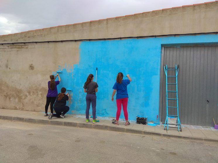 Día, 1: Pintamos con plástica toda la superficie
